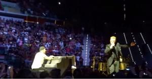 """VIDEO YouTube. U2, Bono canta """"Torna a Surriento"""" e...stecca"""