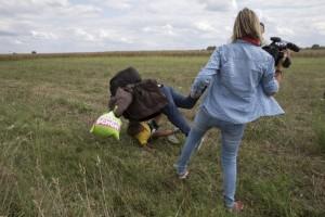 Videoreporter ungherese fa sgambetto a migranti: licenziata