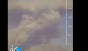 VIDEO Vulcano Ubinas erutta, colonna di cenere alta 4 km