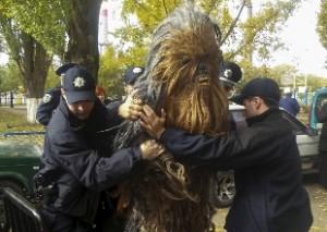 Chewbacca arrestato in Ucraina: andava a votare per...VIDEO