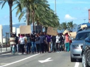 Profughi bloccano traffico a Nuxis: marcia verso Cagliari