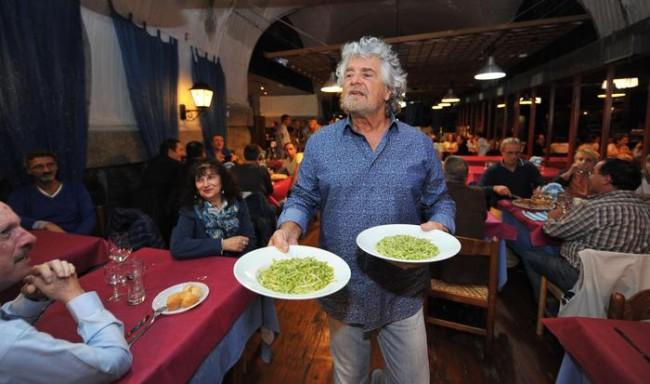 Genova beppe grillo cameriere cena finanziamento m5s foto for Domestiche piani casa di cameriere