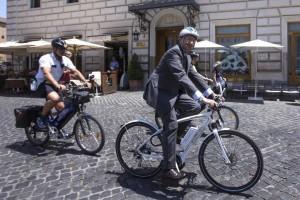 Ministro Del Rio, imponga alla lobbby della bici targa e...