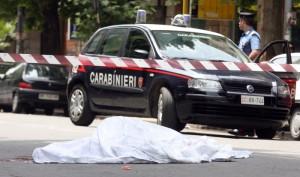 Gallarate: ruba auto, investe carabiniere, l'altro gli spara