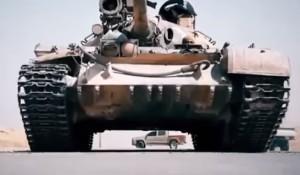 YOUTUBE Isis orrore: carro armato schiaccia prigioniero