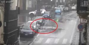 VIDEO YOUTUBE Catania: voragine si apre e auto casca giù