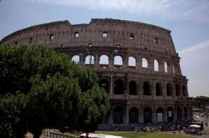 Roma, matrimoni civili al Colosseo e in spiaggia?