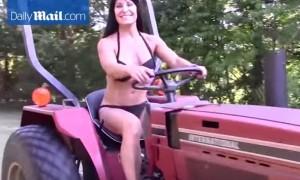 Si chiama Jennifer Saucier, ha 50 anni ed è la contadina più sexy del mondo