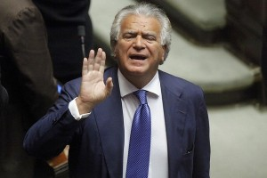 Verdini inguaia Renzi: Dell'Utri? Un'icona. P3? Tutto finto