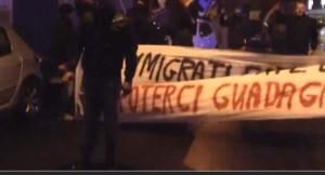 Forza Nuova contro profughi, italiani li affrontano