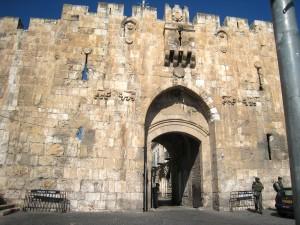 Gerusalemme: una donna palestinese accoltella due ebrei