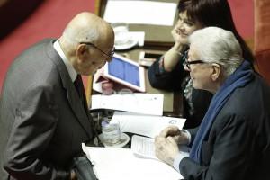 Senato verso voto finale. M5s e FI contestano Napolitano