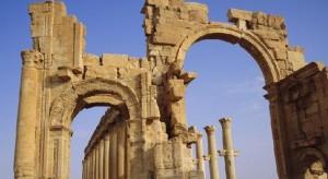 Isis distrugge Palmira: arco di trionfo salta in aria FOTO
