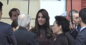 Kate Middleton, abito Dolce & Gabbana in tinta con William