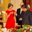 Kate Middleton in rosso: gioielli e diadema famiglia reale8