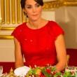 Kate Middleton in rosso: gioielli e diadema famiglia reale