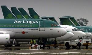 Aer Lingus, giovane scatta, corre, morde e poi muore. Giallo