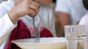 Vermi nella pasta alla mensa scolastica
