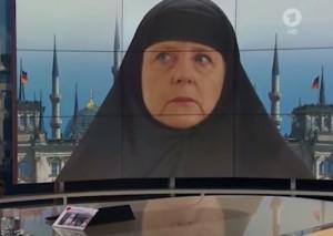 YOUTUBE Angela Merkel col velo: polemica su tv tedesca