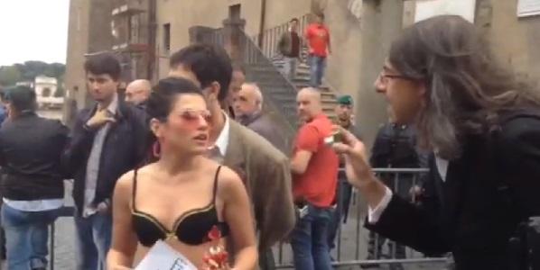 Paolini al Campidoglio con la pornostar Serena Rinaldi