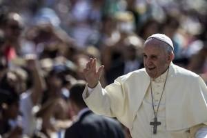 Papa striglia imprenditori: Troppe donne incinte licenziate