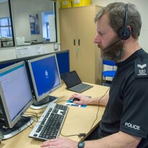 La polizia inglese interviene via Skype. Effetto tagli