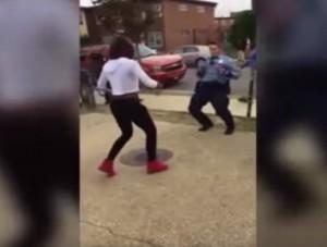 YOUTUBE Usa, poliziotta seda rissa tra nere ballando Silento