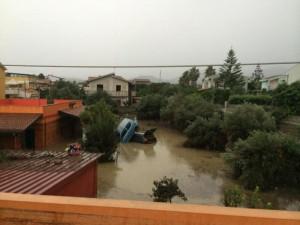 Barcellona Pozzo di Gotto (Me), una frana nella frazione di Migliardo ha provocato ingenti danni dopo l'esondazione del torrente Mela (foto Ansa)