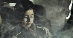 Gb, vietato fumare in auto con i minori: lo spot