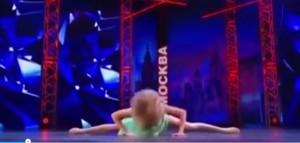 Ballerina talent si rompe naso in diretta tv