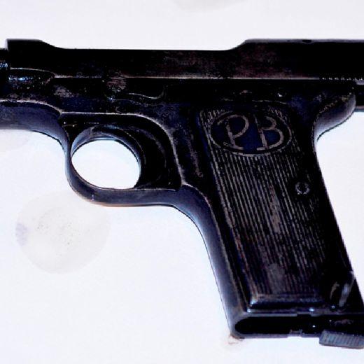 Trifone Ragone e Teresa Costanza: ecco la pistola FOTO
