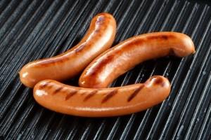 Wurstel e bacon cancerogeni come sigarette: lo dice l'Oms