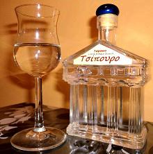 La grappa Tsipouro (foto: Wikipedia)