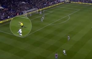 Il Tottenham segna e l'arbitro esulta