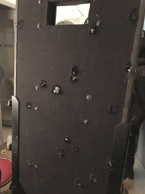 Bataclan, scudo polizia crivellato da 27 proiettili FOTO