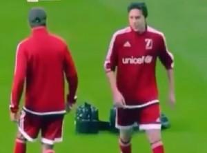 VIDEO YOUTUBE David Beckham umiliato in campo dal figlio