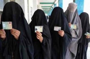 Svizzera, burqa vietato per legge. Multe fino a 10mila franchi