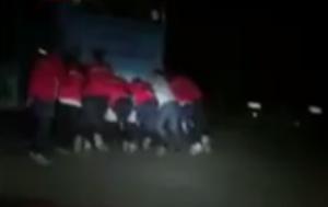 VIDEO Calciatori Terbuni Puke spingono pullman per punizione