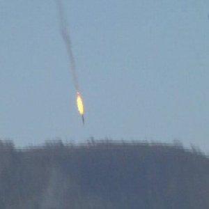 Turchia abbatte jet russo, guerra Siria polveriera mondiale