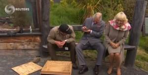 Carlo e Camilla spaventati da rettile in Nuova Zelanda