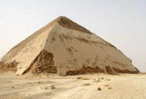 Piramidi sbilenche e pietre bucate: l'astronomia del passato