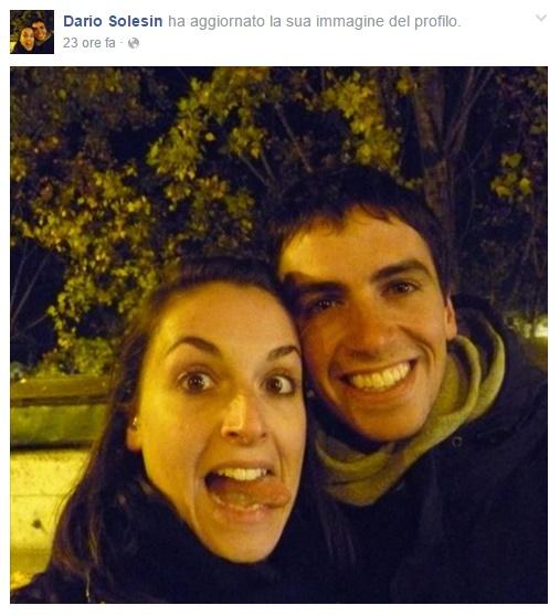 Valeria Solesin fa la linguaccia in foto col fratello Dario