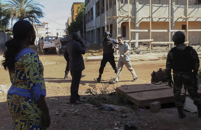 Mali, strage nell'el: 19 morti, uccisi due terroristi 05