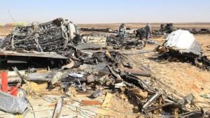 I resti dell'aereo russo precipitato nel Sinai (foto Ansa)