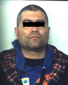 Lecce, Fabio Perrone ruba pistola, spara e fugge da ospedale