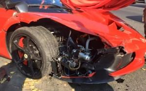 Si schianta con Ferrari da un milione di euro