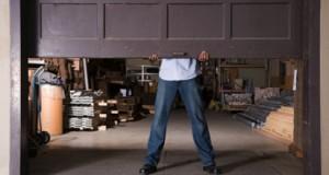 Monza, poligamo nascondeva la seconda moglie in garage