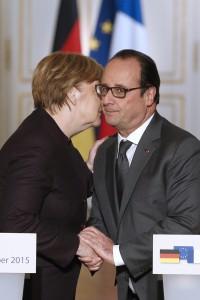Hollande: Germania deve fare di più. Merkel: Truppe in Mali