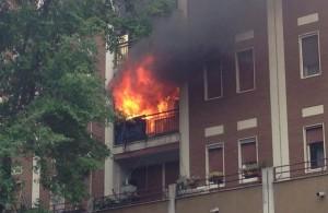 Accende una candela per Parigi: la casa va a fuoco