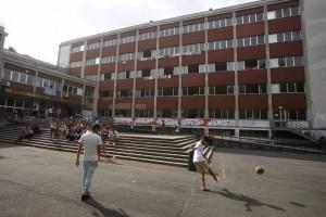Roma: allarme pacco bomba all'istituto Ruiz, ma...